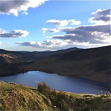 meer in heuvels